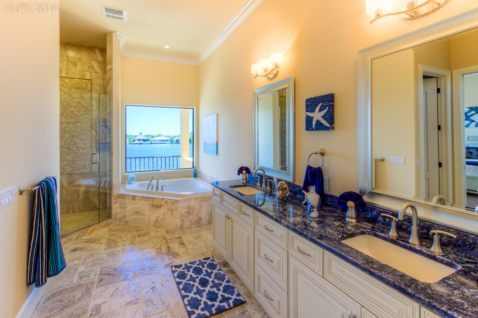 House Tuscany Master Bath2